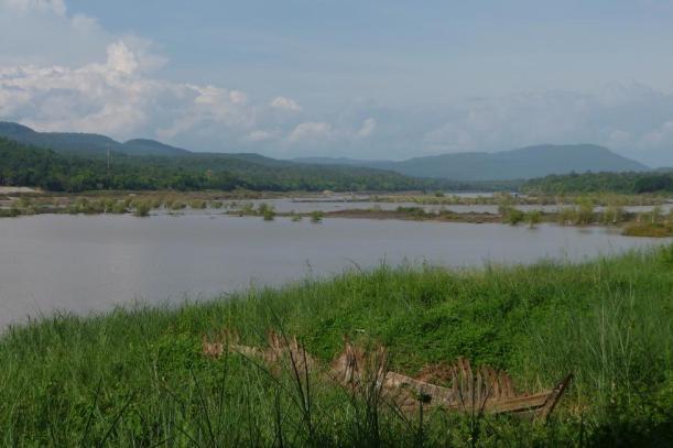 Le Mékong puissant et chargé de boue