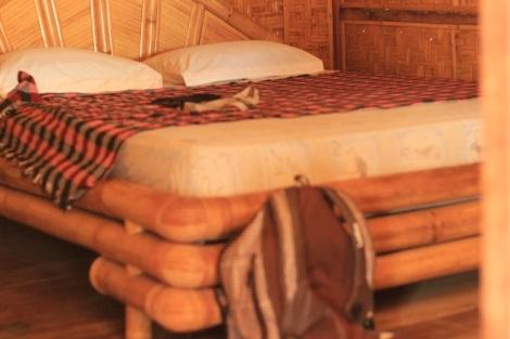 Un bungalow les pieds dans l'eau à Gili Air pour 140000IND, c'est possible au Lombok Indah mais hors saison.