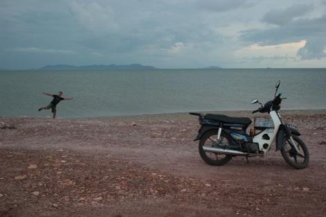 Sur le littoral au Sud, à côté de Kampot