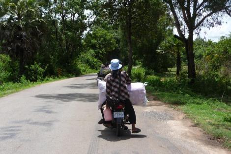 mob famille et sac de riz