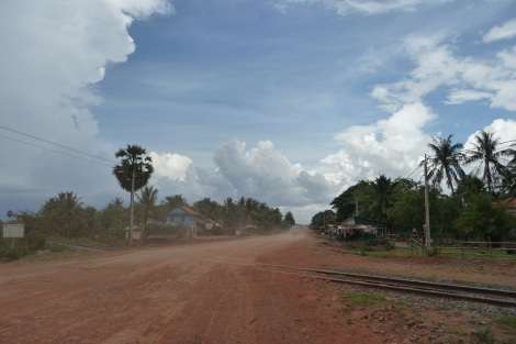 Sur la route entre Takeo et Phnom Penh après le passage d'un camion