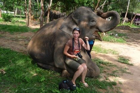 Claire qui imite une trompe d'éléphant
