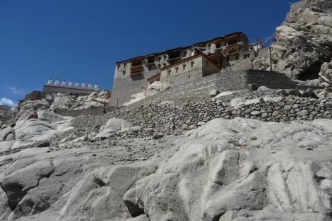 44-un-monastere-sur-la-colline