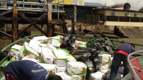 Aller hop ! Dans le bateau au milieu des carottes, on part en Indonésie !
